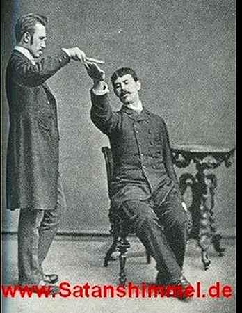 Hypnose lernen: Experiment des Hypnotiseurs mit einer Versuchsperson